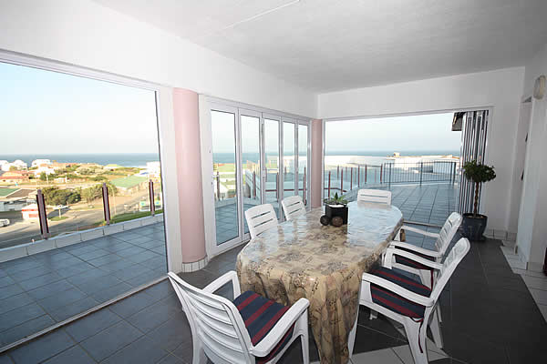 Jeffreys Bay accommodation self-catering holiday flat